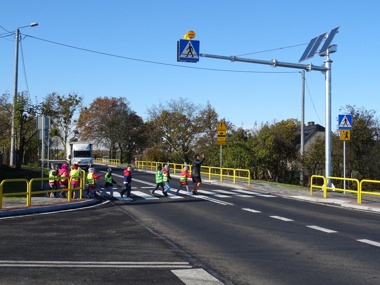 Zakończyła się budowa chodnika w Małkach