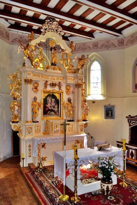 Prace konserwatorskie wkościele parafialnym wBobrowie